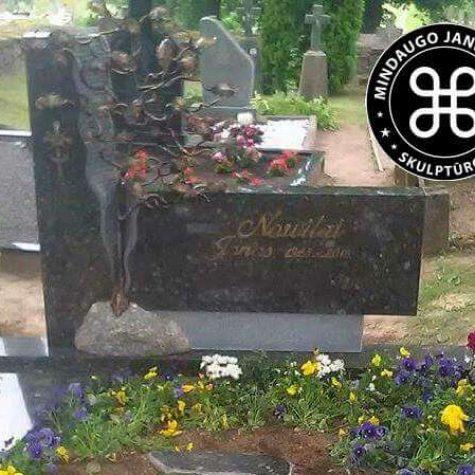 antkapiniai paminklai kapams skulptūriniai paminklai