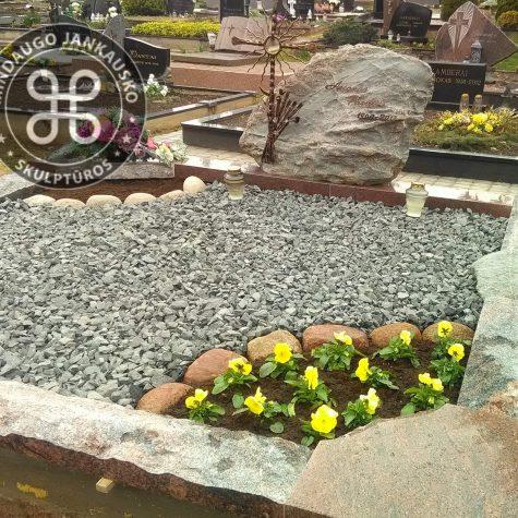 gamtinio akmens paminklai kapams 1112