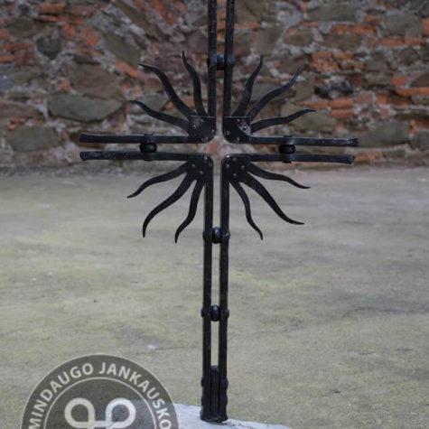 kaltiniai kryžiai paminklams saulutės 2
