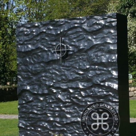 paminklas juodas 012545 (1)